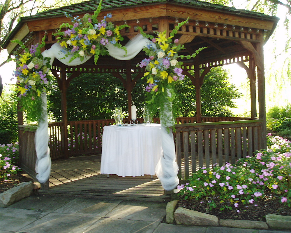Wedding decorating a gazebo for wedding for Backyard wedding ceremony decoration ideas